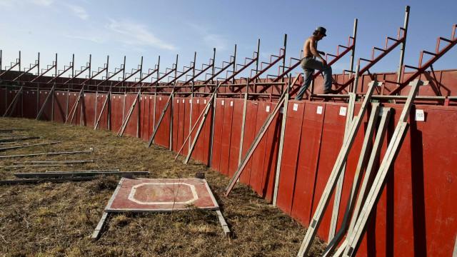 Lançada reconversão de praça de touros de Viana em complexo desportivo