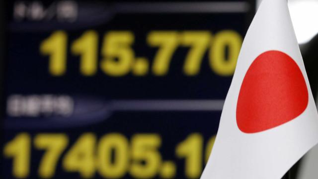 Bolsa de Tóquio encerra com ligeira subida