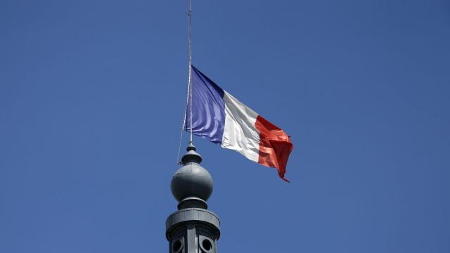 """O que fez França após roubo de paiol? Investiu """"centenas de milhões"""""""