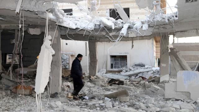 Síria: Pelo menos 45 combatentes mortos em confrontos no noroeste