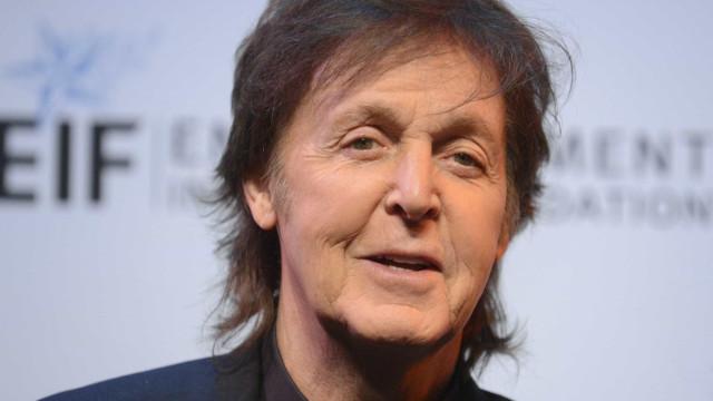 Paul McCartney recorda John Lennon durante protesto em Washington