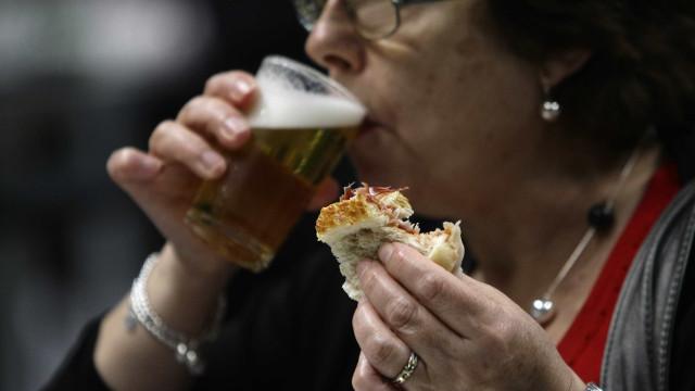 """Governo quer proibir rulotes de vender álcool em zonas """"problemáticas"""""""