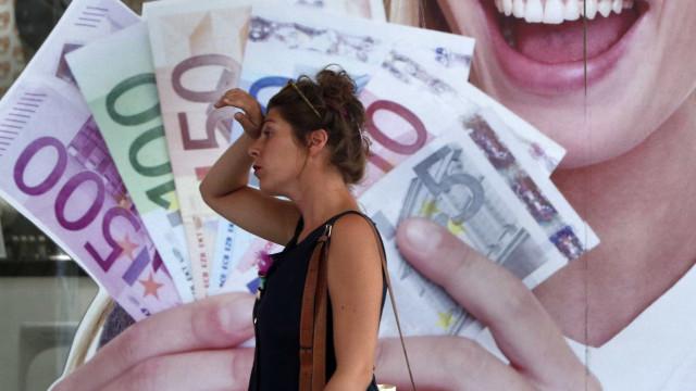 Euro volta a perder força
