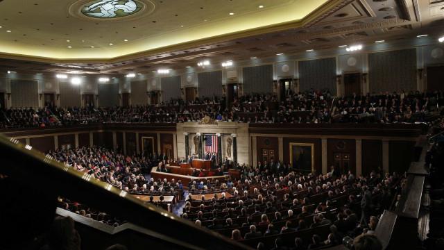 Câmara dos Representantes aprova medidas contra paralisação governamental