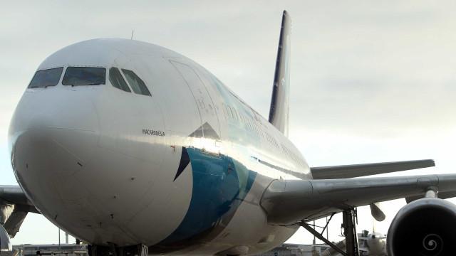 Avião que seguia para os Açores aterrou de emergência no Porto