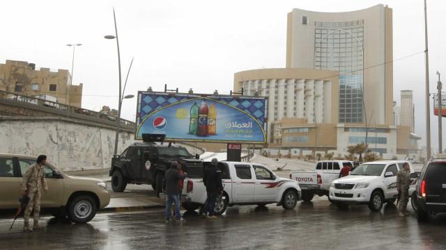 Confrontos em Tripoli já provocaram pelo menos 50 mortos