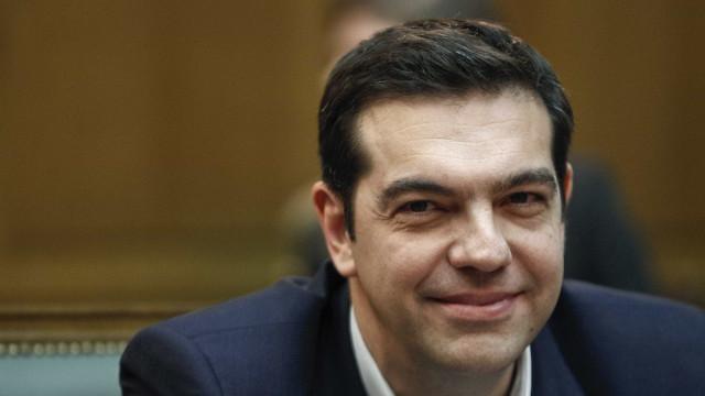Tsipras saudou homólogo da Macedónia após resultados do referendo