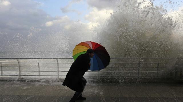 Mau tempo: Há 15 distritos sob aviso amarelo devido a vento, chuva e neve