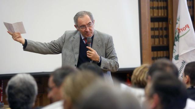 """PS saneou diretora do SEF em virtude de """"furacão totalitário"""" da Esquerda"""