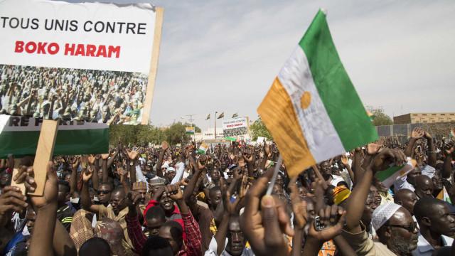 Alunas raptadas pelo Boko Haram na Nigéria devolvidas às famílias