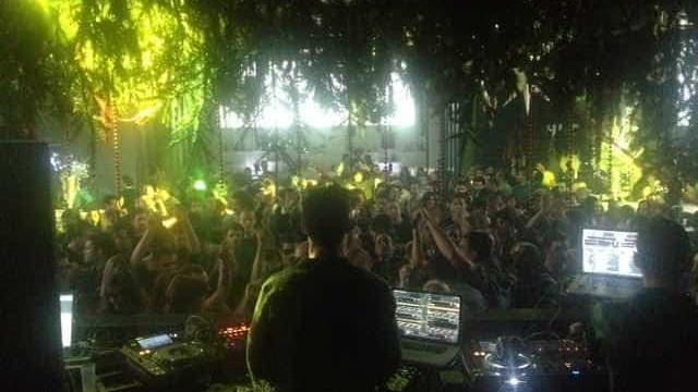 """DJ Vibe celebra 35 anos a """"jogar com os discos"""""""