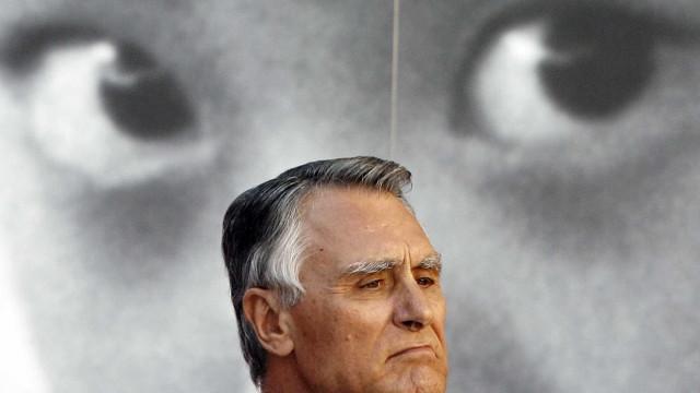 """Cavaco elogia """"esforço"""" de Passos para tirar país de """"situação explosiva"""""""