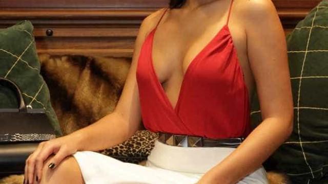 Bruna Marquezine foi com o rabiosque à mostra ao baile da Vogue