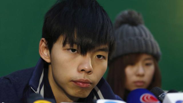 Nova pena de prisão para militante pró-democracia Joshua Wong