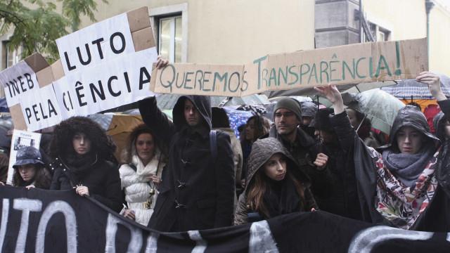 """Integração de bolseiros pode custar """"dezenas de milhões de euros"""""""