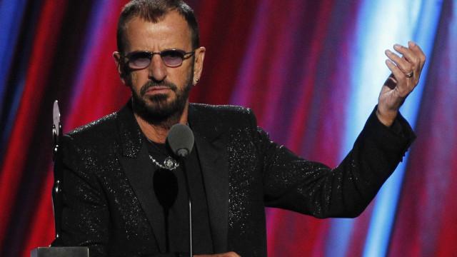 Ringo Starr vai ser condecorado pela rainha Isabel II