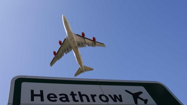 Barras de ouro que valem 4,4 milhões apreendidas no aeroporto de Heathrow