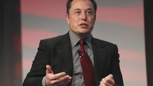 Tesla adia revelação de camião para ajudar Porto Rico