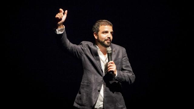 Salvador Martinha nos Açores com humor sobre pessoas, costumes e medos
