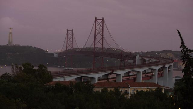 Trânsito está muito condicionado na Ponte 25 de Abril nos dois sentidos