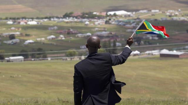 Banco central diz que África do Sul saiu da recessão no segundo trimestre