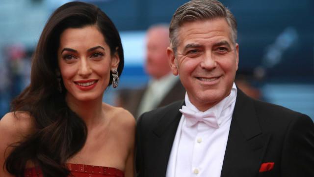 Dois meses após dar à luz, Amal Clooney já recuperou a forma