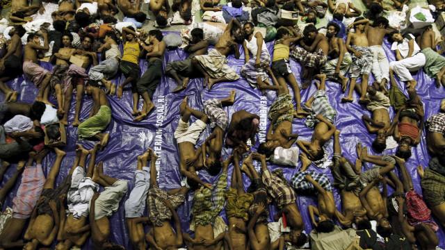 Mais de mil imigrantes resgatados no Mediterrâneo nos últimos dias