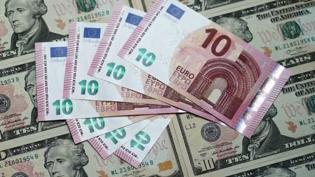 Euro cai e atinge valor mínimo desde novembro face ao dólar