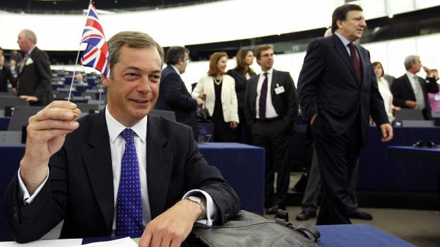"""Nigel Farage, um dos apoiantes do Brexit, diz """"talvez"""" a novo referendo"""