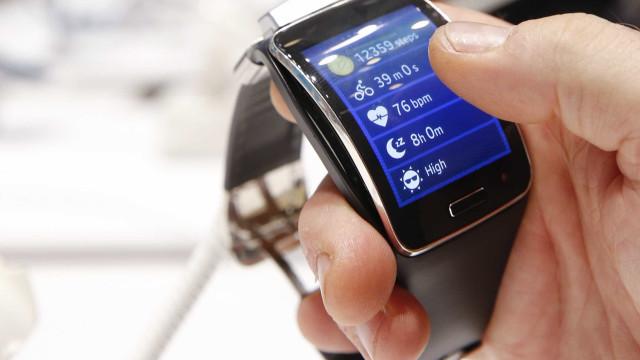 Alemanha vai proibir relógios inteligentes porque pais espiavam filhos