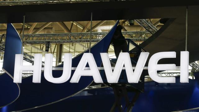Ministério Público está a analisar viagens de políticos pagas pela Huawei
