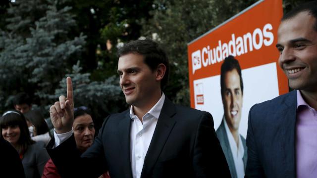 """Cidadãos defende aplicação da Constituição para """"proteger os catalães"""""""