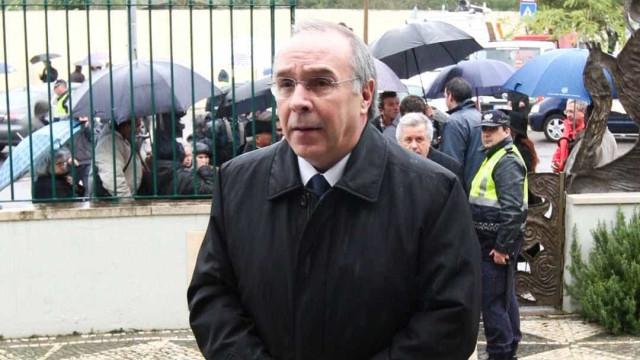 """Assim, Rio está a """"confessar uma derrota e a deitar a toalha ao chão"""""""