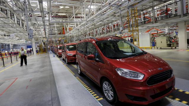 Ford não tem pressa para para ter condução autónoma