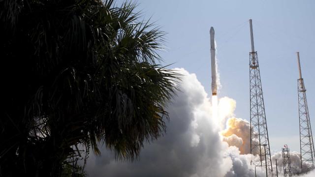 SpaceX lança maior satélite de sempre para marcar 50.ª missão do Falcon 9