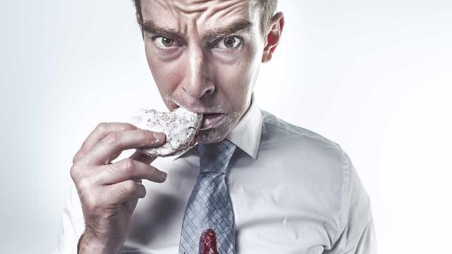 Quatro em cada 10 pessoas comem doces todos os dias