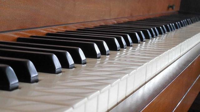 Regresso de Thomas Adès a Lisboa faz-se ao piano e música de Janacek