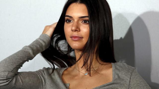 Kendall Jenner 'apanhada' na noite com o novo namorado