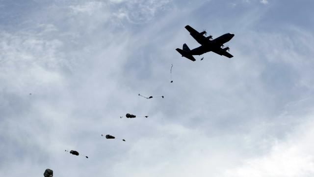 """Paraquedistas são o """"ás de espadas"""" do Exército, 62 anos depois"""