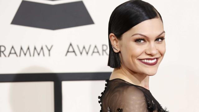 Jessie J emociona-se ao cantar música de Whitney Houston
