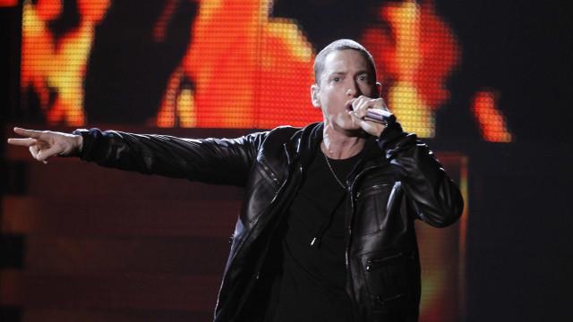 """""""Uma poia seria melhor presidente"""" do que Trump, diz Eminem"""