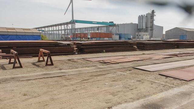 Estaleiros de Viana vendem oito toneladas de aço dos asfalteiros