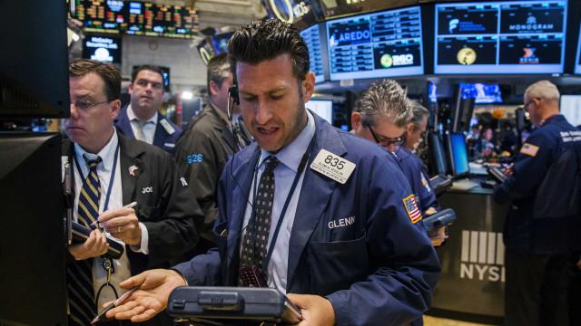 Wall Street fecha em alta depois de conhecida posição prudente da Fed