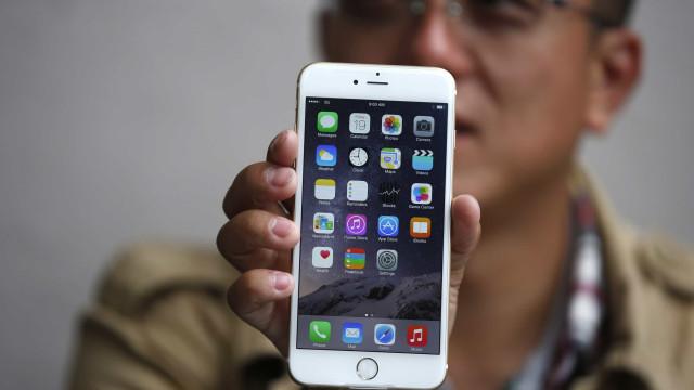 Terá problemas em substituir a bateria de um modelo do iPhone