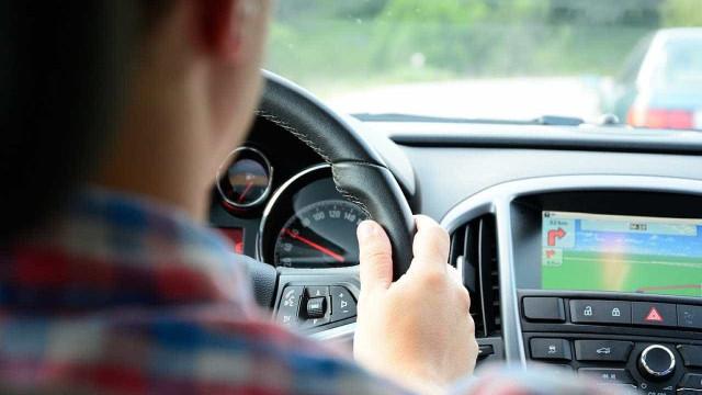 Com calor, saiba quais são as coisas que não pode ignorar no seu carro