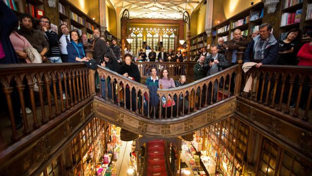 Livraria Lello inaugura exposição com 400 bustos de rostos da cidade