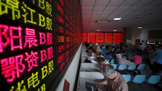 Bolsa de Xangai encerra a subir 0,43%