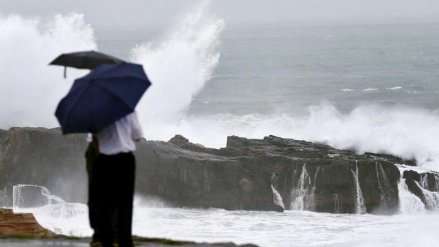 Açores com aviso amarelo para chuva e trovoada