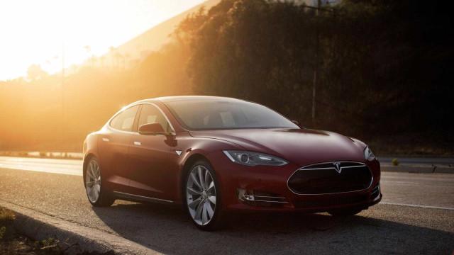 Carros da Tesla são demasiado 'violentos'? Está a caminho um modo para si