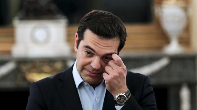 """Tsipras considera que """"o pior já passou"""" e que vai tirar país """"da crise"""""""